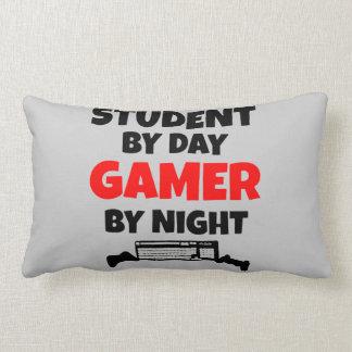 Estudiante del videojugador almohadas