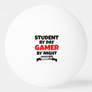 Estudiante del videojugador pelota de tenis de mesa