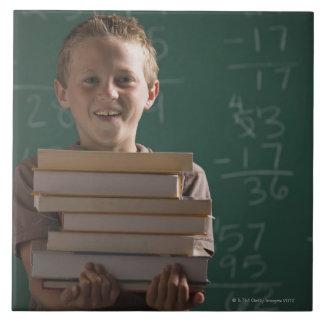 Estudiante joven en sala de clase azulejo cuadrado grande