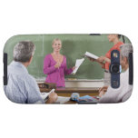 Estudiante que habla con la clase y el profesor qu galaxy s3 funda