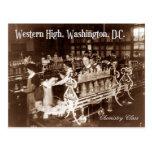 Estudiantes en la clase de química (vintage) tarjeta postal