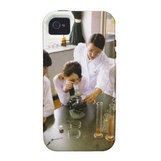 Estudiantes en laboratorio de química de la escuel Case-Mate iPhone 4 carcasas