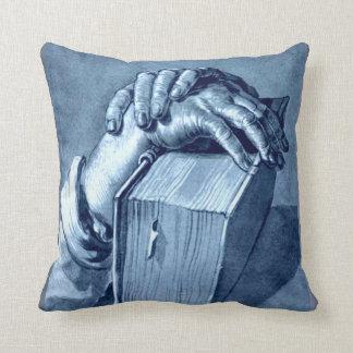 Estudio de las manos con la biblia - Durer Almohada