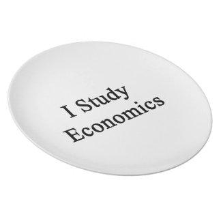 Estudio la economía platos de comidas