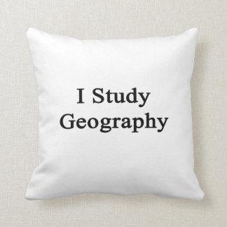 Estudio la geografía cojin