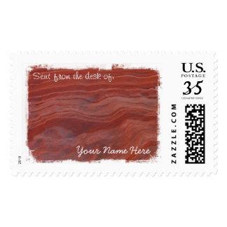 Estudio rojo de la capa de la roca sello postal