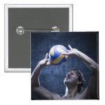 Estudio tirado de jugar del jugador de voleibol pin cuadrado