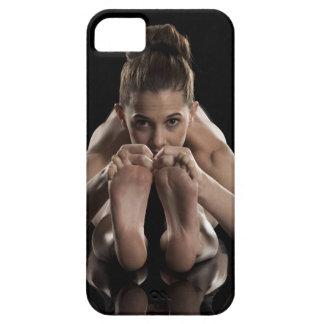 Estudio tirado de yoga practicante de la mujer.  funda para iPhone SE/5/5s