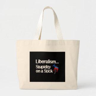 Estupidez del liberalismo… en un palillo bolsa