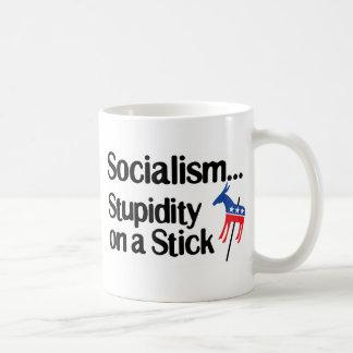 Estupidez del socialismo… en un palillo taza