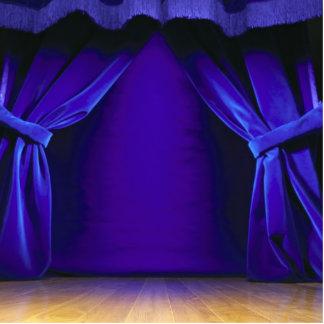 Etapa vacía con las cortinas fotoescultura vertical