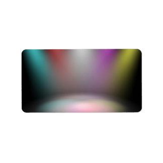 Etapa vacía del teatro con las luces del disco del etiqueta de dirección