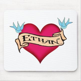 Ethan - camisetas y regalos de encargo del tatuaje alfombrillas de ratón