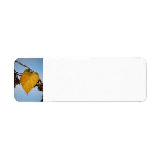 Etiqueta amarilla de Avery de la hoja del corazón Etiquetas De Remite