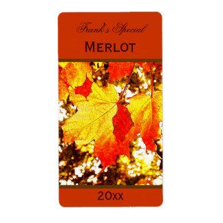 etiqueta amarilla de la botella de vino de las hoj etiquetas de envío
