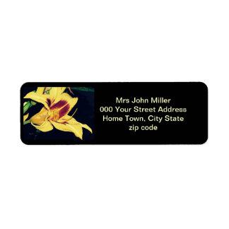 Etiqueta amarilla del remite del lirio etiquetas de remite