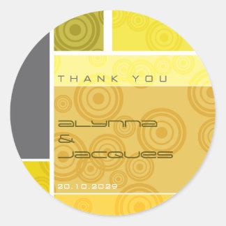 Etiqueta autoadhesiva amarilla del regalo de los b