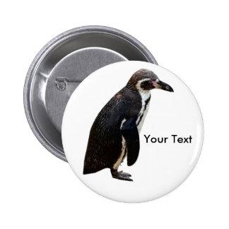 Etiqueta blanco y negro linda del nombre del pingü pin redondo de 2 pulgadas