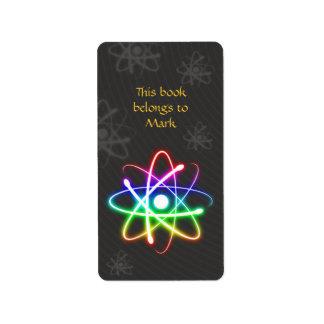 Etiqueta colorida del átomo que brilla intensament etiquetas de dirección