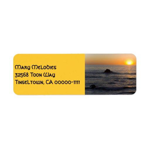 Etiqueta de dirección del amarillo de la puesta de