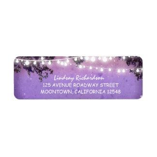 etiqueta de dirección púrpura rústica con las luce