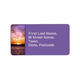 Etiqueta de dirección violeta de la puesta del sol