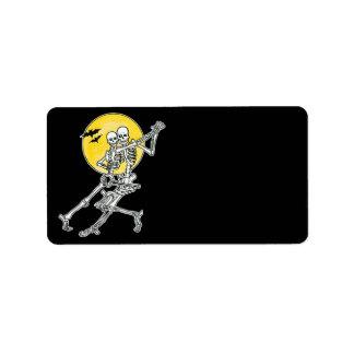 Etiqueta de Halloween de los esqueletos del baile Etiquetas De Dirección