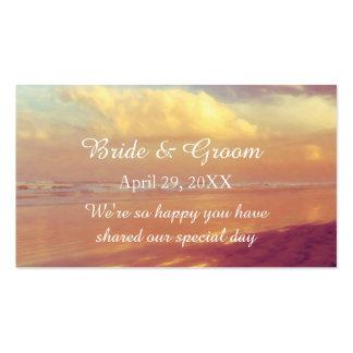 Etiqueta de oro de encargo del favor del boda de tarjetas de visita
