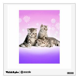 Etiqueta de plata de la pared de los gatitos del T