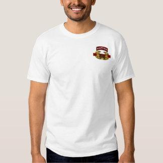 Etiqueta del bombero con la insignia del ingeniero camisas