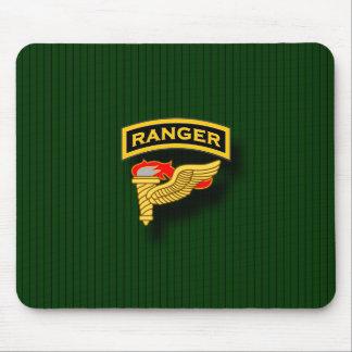 Etiqueta del guardabosques e insignia del pionero alfombrilla de ratones