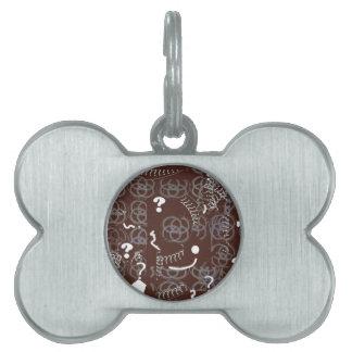 Etiqueta del nombre del animal de compañía con el placas de nombre de mascota