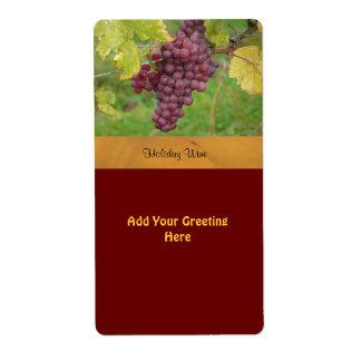 Etiqueta del vino del día de fiesta con las uvas r etiquetas de envío
