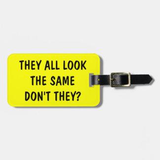 Etiqueta divertida del equipaje de la cita para etiquetas de maletas