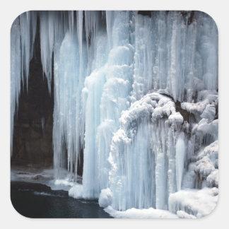 Etiqueta engomada congelada de la cascada
