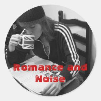 Etiqueta engomada del romance y del ruido redonda