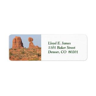 Etiqueta escénica del remite de la roca equilibrad etiqueta de remite