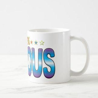 Etiqueta famosa v2 de la estrella taza básica blanca