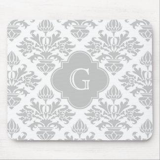 Etiqueta gris floral del monograma del damasco #3 alfombrilla de ratón