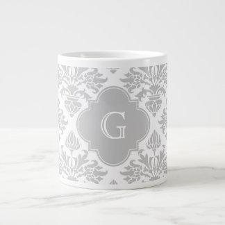 Etiqueta gris floral del monograma del damasco #3 taza grande