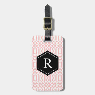 Etiqueta negra y rosada del equipaje del enrejado