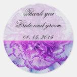 Etiqueta púrpura y blanca del favor del boda del c