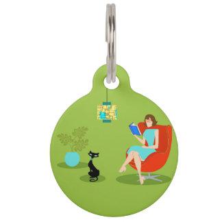 Etiqueta retra del mascota de la mujer de la placas de mascota
