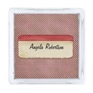 Etiqueta roja de estrella del fondo sucio rojo del insignia plateada