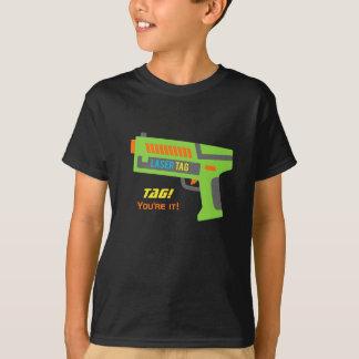 Etiqueta usted es él arma del juguete de la playera