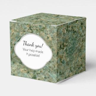 Etiqueta verde de la textura de la roca de la cajas para regalos de boda