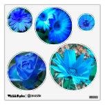Etiquetas azules de la pared de las flores