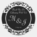 Etiquetas blancos y negros del favor del boda del