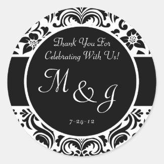 Etiquetas blancos y negros del favor del boda del pegatina redonda