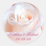 Etiquetas color de rosa románticas del boda